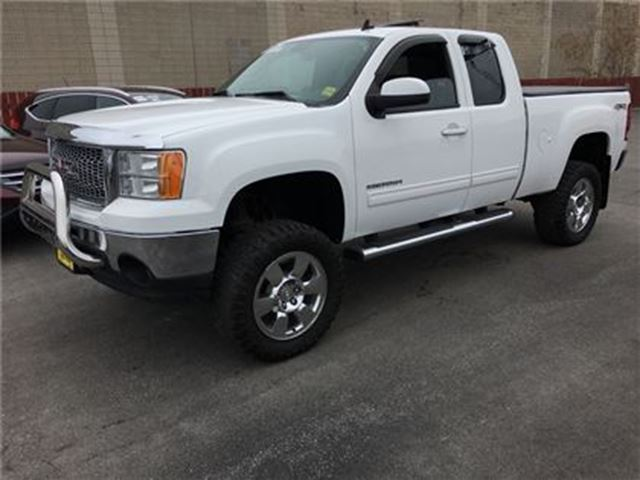 2011 GMC SIERRA 1500 SLT, Crew Cab, Automatic, Sunroof, 4x4, Only 86,00 in Burlington, Ontario