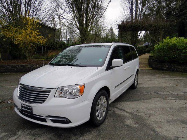 2015 CHRYSLER TOWN AND COUNTRY Touring in Langley, British Columbia