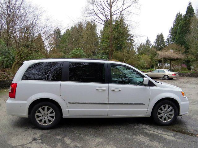 2015 chrysler town and country touring langley british columbia car for sale 2740416. Black Bedroom Furniture Sets. Home Design Ideas