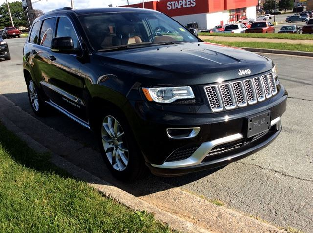 2016 JEEP GRAND CHEROKEE SUMMIT/LEATHER/LOADED/LUXURY in Dartmouth, Nova Scotia