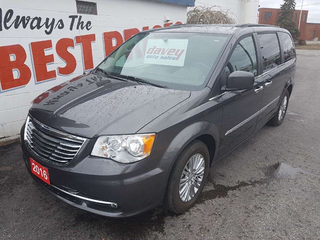 2016 CHRYSLER TOWN AND COUNTRY Touring-L REMOTE STARTER, NAVIGATION, BACK UP CAMERA  in Oshawa, Ontario