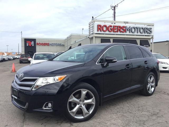 2013 TOYOTA VENZA V6 AWD - LEATHER - PANORAMIC ROOF in Oakville, Ontario
