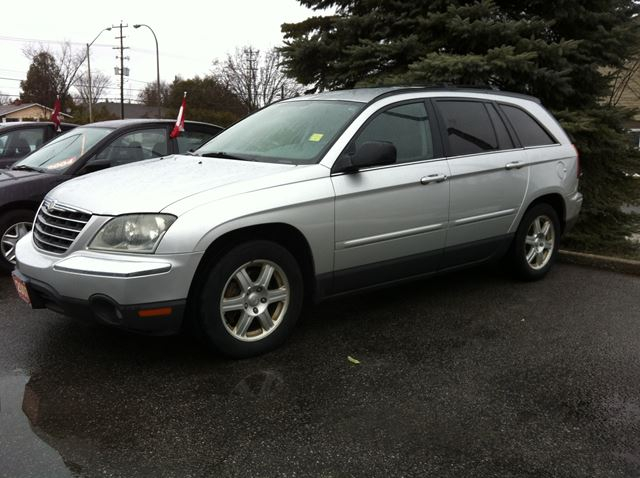2006 CHRYSLER PACIFICA Touring auto loaded leather  in Ottawa, Ontario