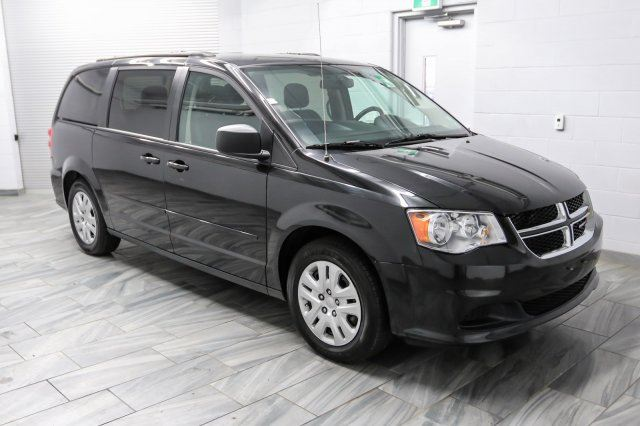 2016 dodge grand caravan sxt stow 39 n 39 go rear heat a c bluetooth audio streaming guelph. Black Bedroom Furniture Sets. Home Design Ideas