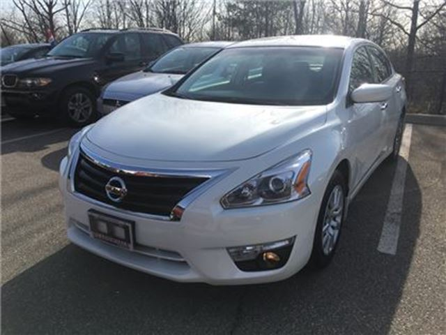 2015 Nissan Altima 2.5 l No Accidents l Low KMs l in Mississauga, Ontario