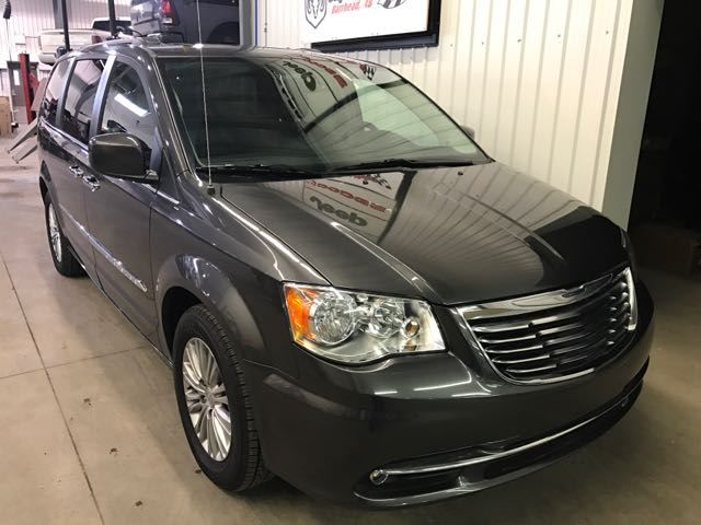 2016 Chrysler Town and Country Touring-L in Barrhead, Alberta