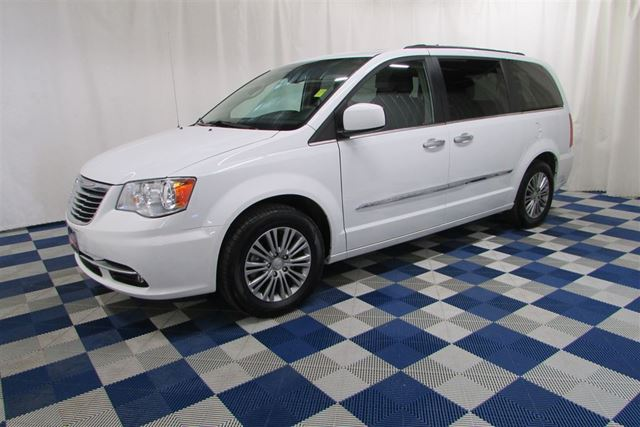2014 CHRYSLER TOWN AND COUNTRY Touring L LEATHER/NAV/SUNROOF/REAR CAM in Winnipeg, Manitoba