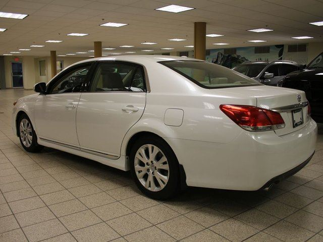 used 2011 toyota avalon xls calgary. Black Bedroom Furniture Sets. Home Design Ideas