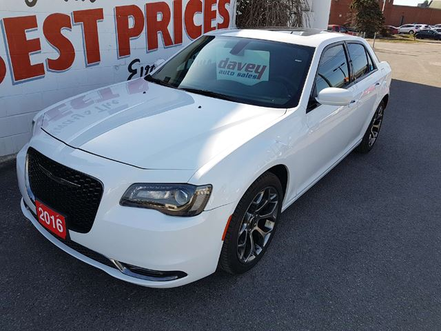 2016 CHRYSLER 300 S NAVIGATION, SUNROOF, LEATHER SEATS  in Oshawa, Ontario
