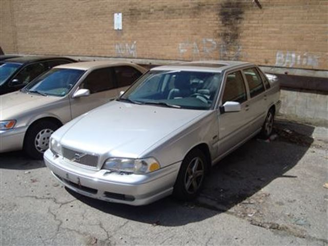 1998 VOLVO S70 ~ LEATHER ~ DRIVES GOOD ~ AS-IS ~ in Toronto, Ontario