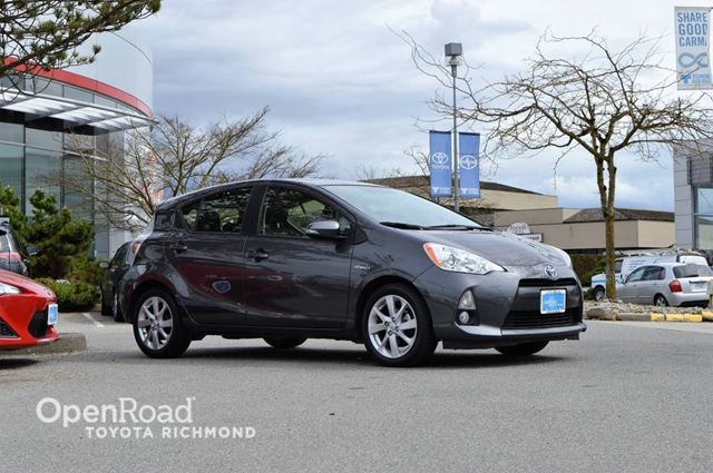 2014 Toyota Prius Navi, Leather Interior, Heated Front Seats, Blu in Richmond, British Columbia