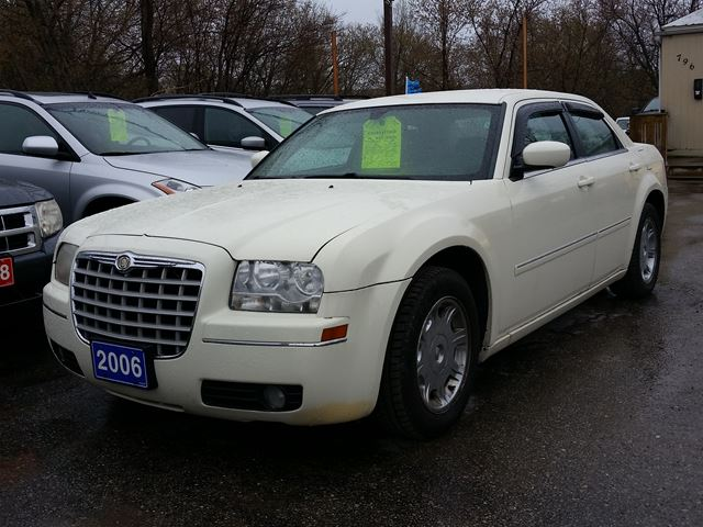 2006 CHRYSLER 300 cert&etested in Oshawa, Ontario