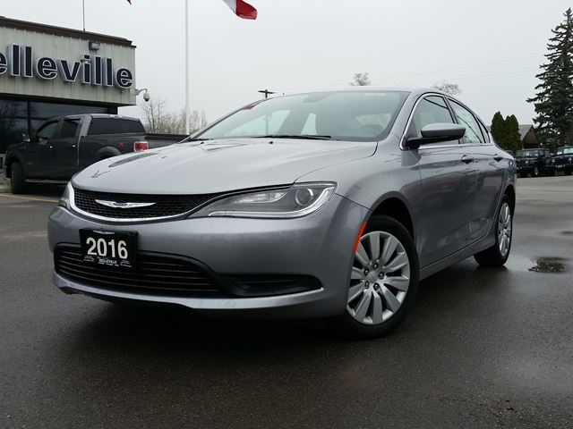 used 2016 chrysler 200 lx 6 4l per 100 kms. Black Bedroom Furniture Sets. Home Design Ideas