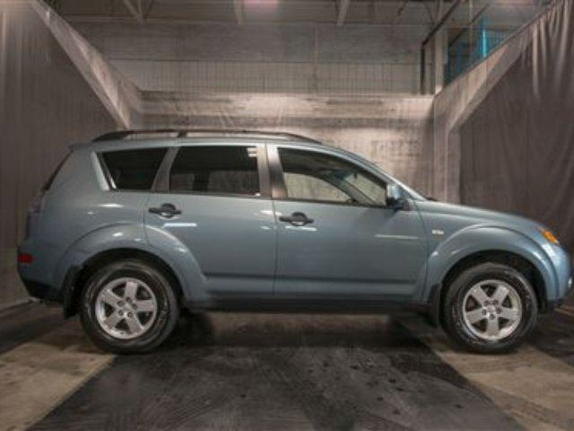 2007 Mitsubishi Outlander w/ 4X4 / LOW KMS / MUST SEE!! in Calgary, Alberta
