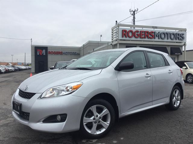 2014 TOYOTA MATRIX - 5SPD - SUNROOF - BLUETOOTH in Oakville, Ontario