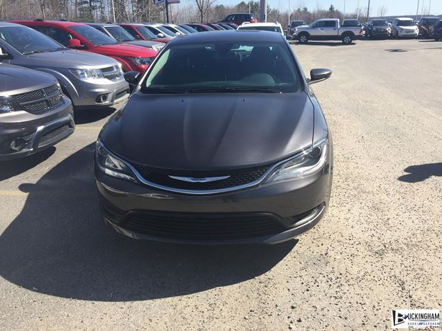 2015 Chrysler 200 LX in Gatineau, Quebec