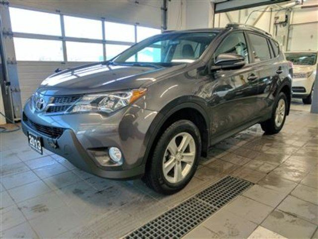 2013 TOYOTA RAV4 XLE AWD - Navigation - All Weather Mats in Thunder Bay, Ontario