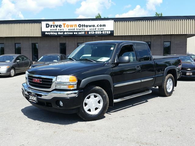 2006 GMC Sierra 1500 SLE EXTENDED CAB 4X4 in Ottawa, Ontario