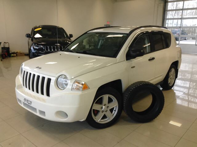 2009 Jeep Compass North, 4X4, 2.4L, MAG, GR n++LECTRIQUE in Joliette, Quebec