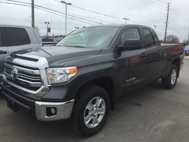 2016 Toyota Tundra   DOUBLE CAB SR5 PLUS! ONLY 6,312 KMS! in Cobourg, Ontario