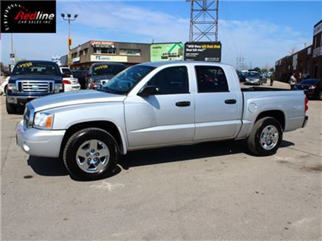 2006 Dodge Dakota SLT 4X4 4.7L V8 CREW CAB-CHROME WHEELS in Hamilton, Ontario