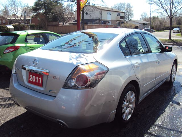2011 nissan altima 2 5 s new tires 4cylinder ottawa. Black Bedroom Furniture Sets. Home Design Ideas