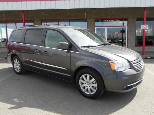 2016 CHRYSLER TOWN AND COUNTRY TOURING DVD Accident Free, Rear DVD, Back-up Cam, Bluetooth, A/C, - Edmonton in Sherwood Park, Alberta