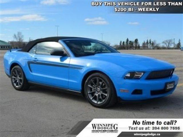 2012 Ford Mustang V6 Premium w/Leather *Local Trade* Convertible w/L in Winnipeg, Manitoba