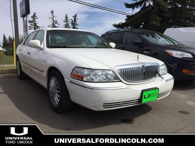 2007 LINCOLN TOWN CAR Signature Limited in Calgary, Alberta