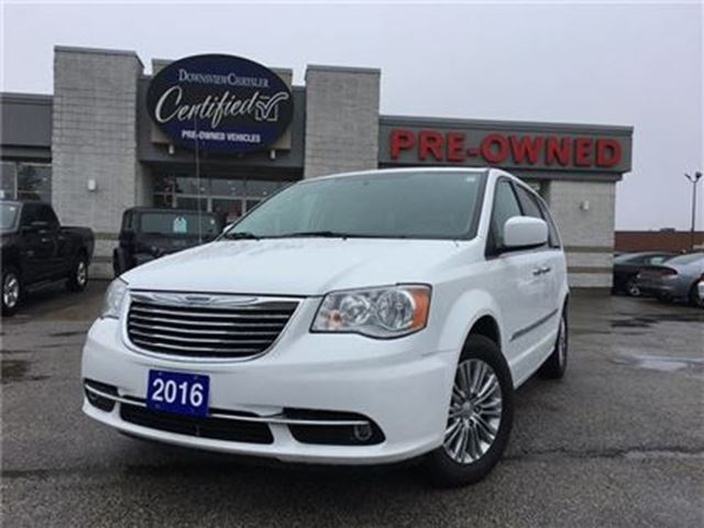 2016 CHRYSLER TOWN AND COUNTRY Touring. L    NAVI   LEATHER   ROOF in Toronto, Ontario