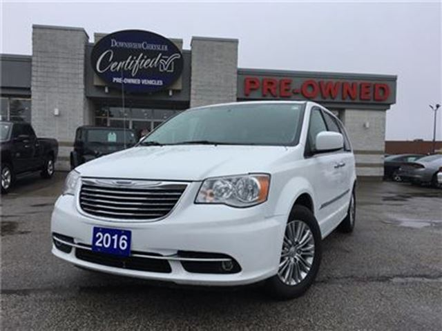 2016 chrysler town and country touring l navi leather roof toronto ontario car for sale. Black Bedroom Furniture Sets. Home Design Ideas
