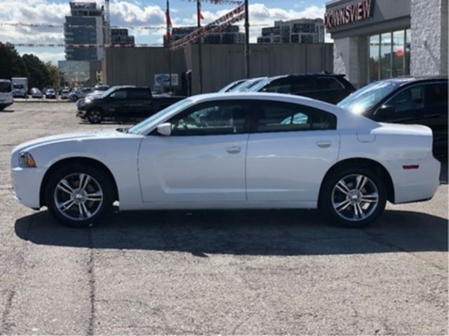 used 2014 dodge charger sxt all wheel drive low km 1. Black Bedroom Furniture Sets. Home Design Ideas