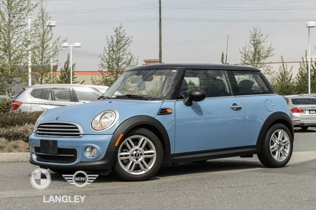2013 MINI COOPER Style and Premium Packages!! in Langley, British Columbia