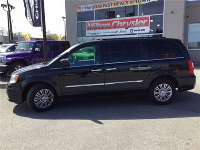 2016 Chrysler Town and Country TOURING L LEATHER NAVIGATION DVD in Milton, Ontario