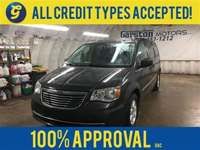 2012 CHRYSLER TOWN AND COUNTRY NAVIGATION*DUAL ROW STOW' N GO*BACK UP CAMERA*DUAL in Cambridge, Ontario