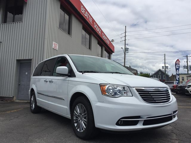 2016 Chrysler Town and Country Touring-L in Brockville, Ontario