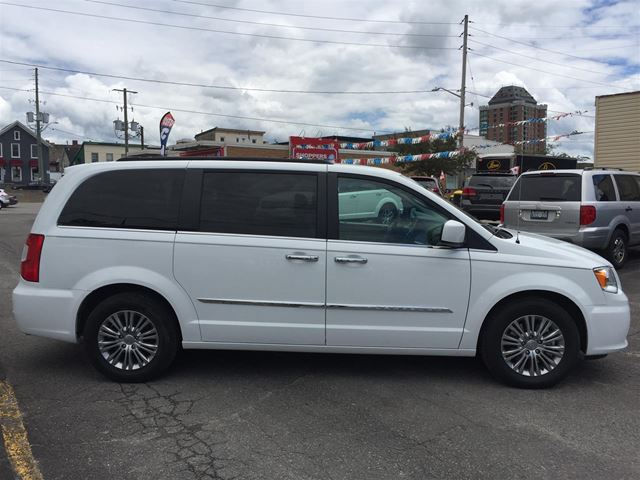 2016 chrysler town and country touring l brockville ontario car for sale 2771531. Black Bedroom Furniture Sets. Home Design Ideas