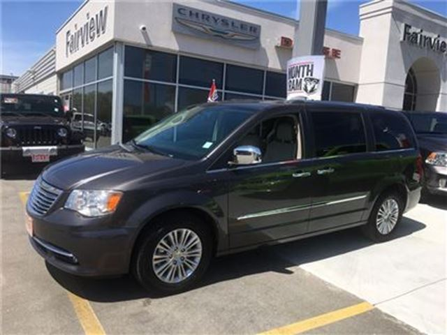 2015 CHRYSLER TOWN AND COUNTRY Limited in Burlington, Ontario