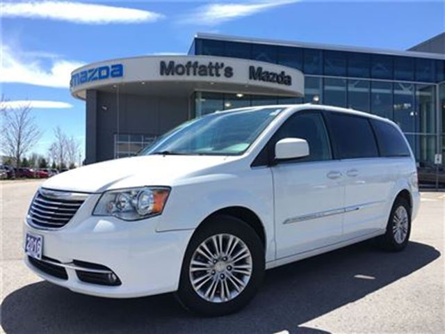 2016 Chrysler Town and Country Touring LEATHER, POWER SLIDING DOORS, REAR CAMERA in Barrie, Ontario