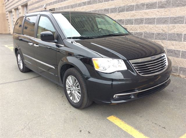 2016 CHRYSLER TOWN AND COUNTRY TOURING/LEATHER/DVD ENTERTAINMENT in Dartmouth, Nova Scotia
