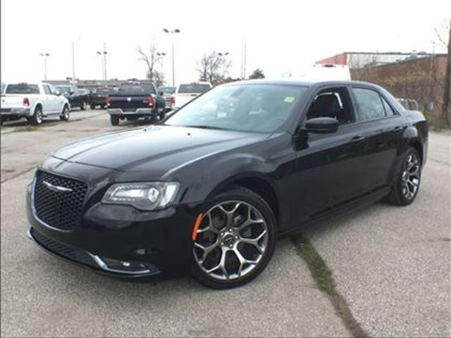 2016 Chrysler 300 S**8.4 TOUCHSCREEN**NAV**SUNROOF**BACK UP CAM** in Mississauga, Ontario