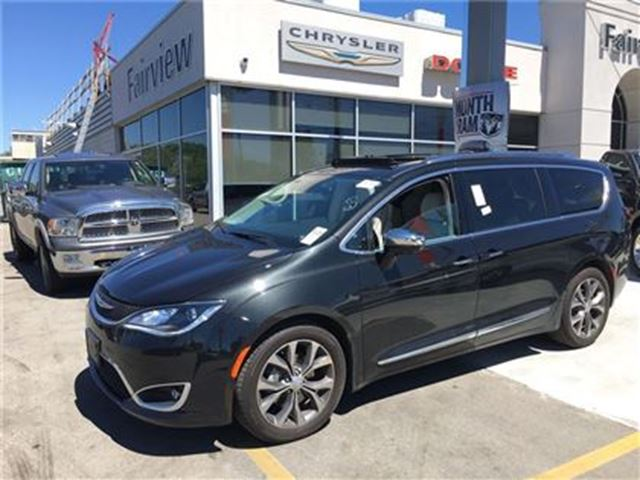 2017 Chrysler Pacifica Limited Company Demo Black