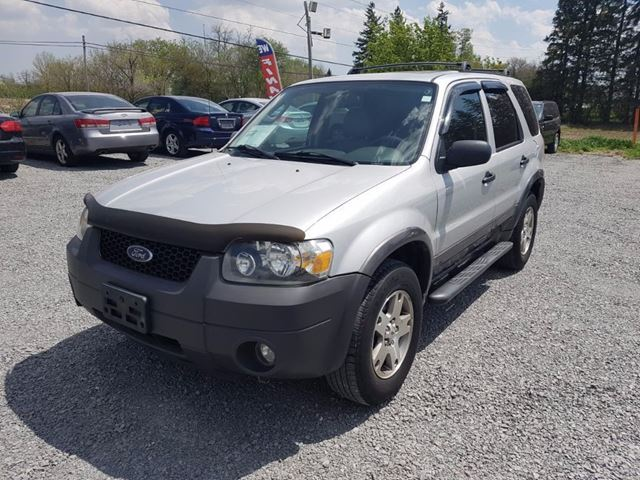 2006 FORD ESCAPE XLT LEATHER SUNROOF in Newmarket, Ontario