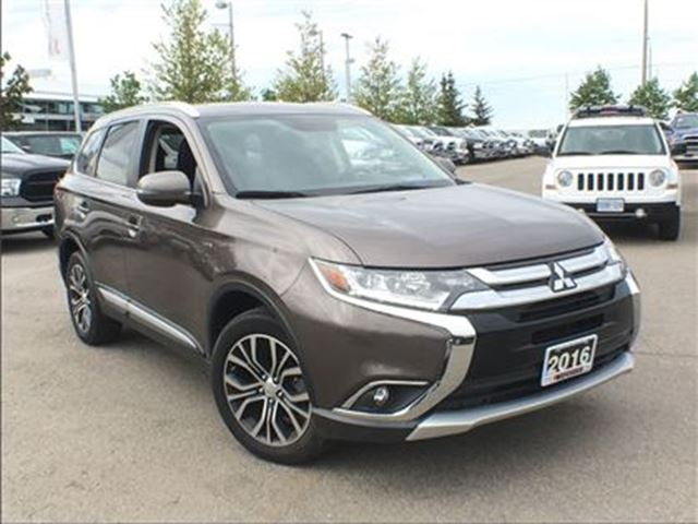 2016 Mitsubishi Outlander GT AWD**LEATHER**SUNROOF** in Mississauga, Ontario