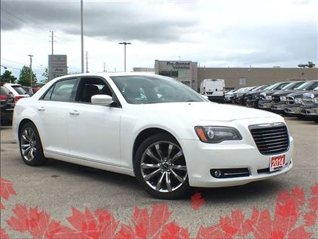 2014 Chrysler 300 S**PANORAMIC SUNROOF**NAVIGATION** in Mississauga, Ontario