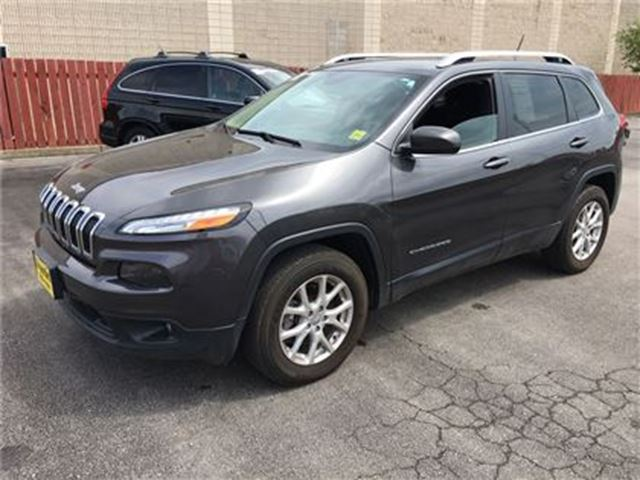 2014 JEEP CHEROKEE North, Automatic, Heated Seats, Only 35, 000km in Burlington, Ontario