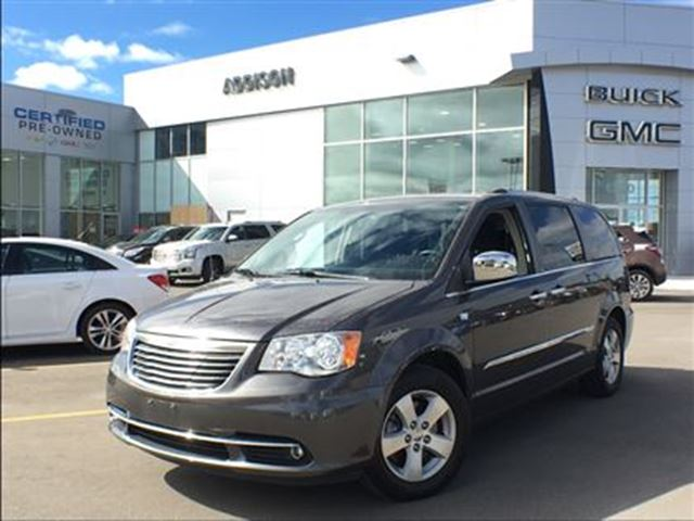 2014 CHRYSLER Town and Country Touring-L in Mississauga, Ontario