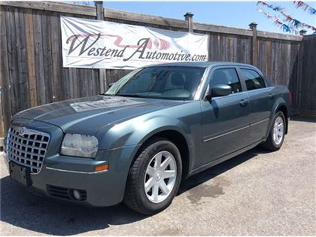 2005 CHRYSLER 300 - in Ottawa, Ontario