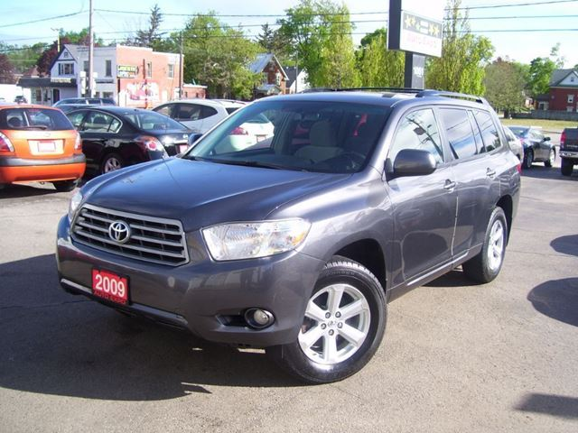 2009 Toyota Highlander Fog Lights,Key less,Alloys,Roof Rack in Kitchener, Ontario