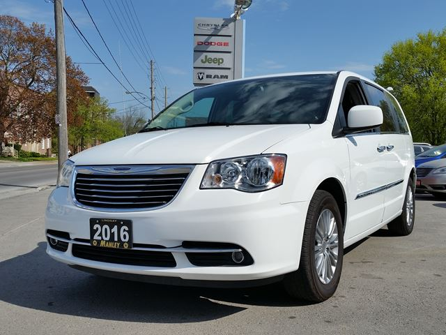 2016 Chrysler Town and Country Touring in Lindsay, Ontario